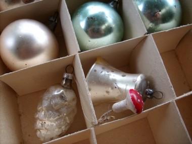 2008-08-11 LüchowSss Weihnachtskugeln + Zapfen + Glocke + Fliegenpilz