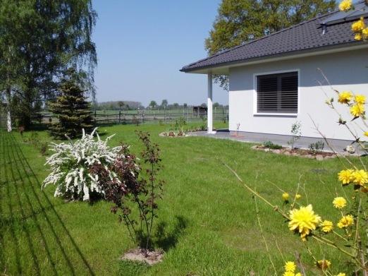 2011-04-24-Lchow-001-Garten.jpg