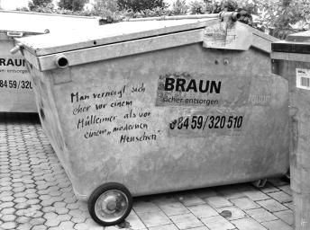 « Man verneigt sich eher vor einem Mülleimer als vor einem 'Modernen Menschen'. »