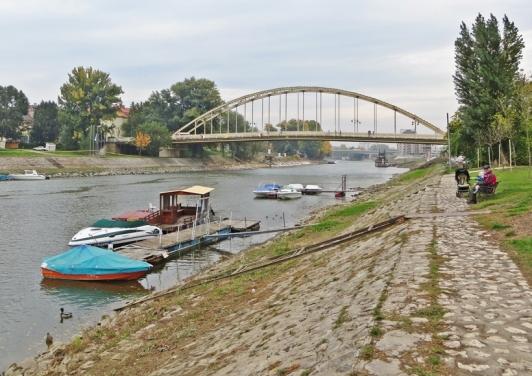 die Kleine Donau / Mosoni Duna am Móricz Zsigmont-Kai