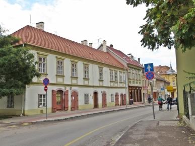 einige kleinere, alte Häuser