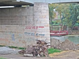 2013-10-13 Györ 002 Hochwassermarken