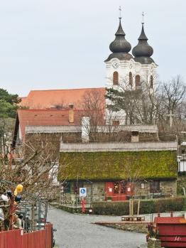 2014-02-23 Ausflug zum Balaton CIMG1918 Tihany Haeuser+Reetdach+Benediktinerabtei