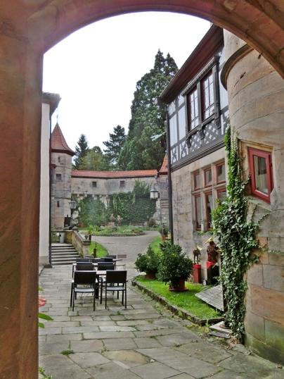 2014-08-13 Schlosshotel Hohenstein 539 im Hof