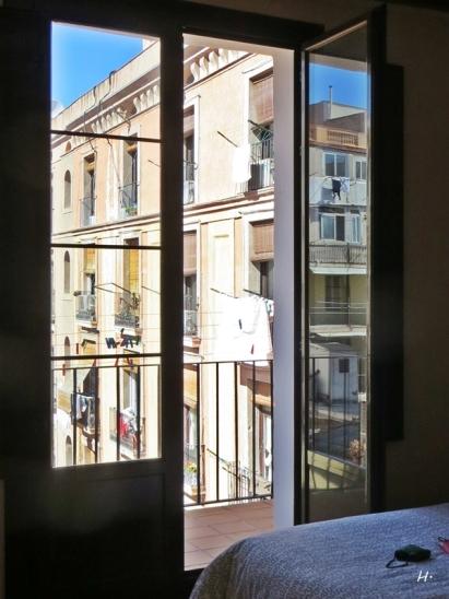 Der erste Blick aus meinem Schlafzimmer in Barcelona / El Raval über der Passatge Bernardi Martorell