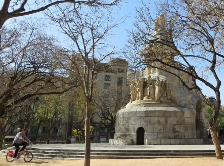 2015-04-10 Barcelona IMG_2045G  Plaça de Tetuan mit Denkmal