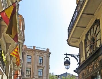 2015-04-10 Barcelona IMG_2204S Carrer del Cardenal Casañas & Casa Bruno Quadros rechts