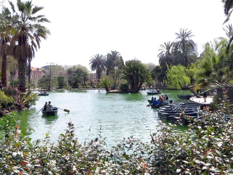 2015-04-11 Barcelona IMG_2372 13h05 Parc de la Ciutadella See+Boote+Parlament