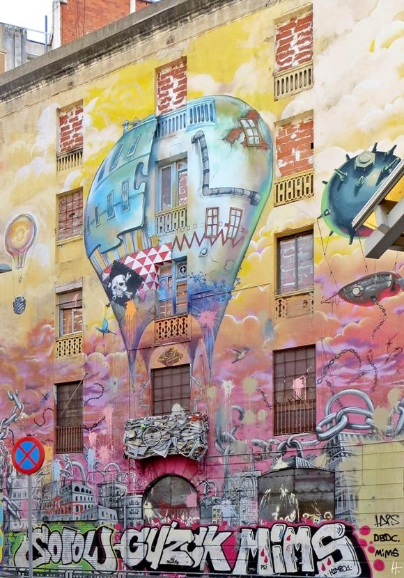 2015-04-12 Barcelona IMG_2459S 11h04 Sant Antoni Eckhaus Carrer del Comte d'Urgell 122 bzw. No. 30