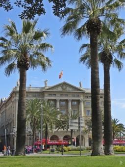 An der Rambla de Santa Monica und der Plaça del Portal de la Pau - das Verteidigungsministerium