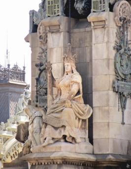 Steinerne Skulptur auf dem Sockel der Columbus-Säule auf der Plaça del Portal de la Pau: sie symbolisiert das Königreich Aragón. - Bildhauer: Josep Carcassó, Restaurator: Josep Miret, Architekt: Gaietà Buigas; fertiggestellt 1888, rekonstruiert: 1965