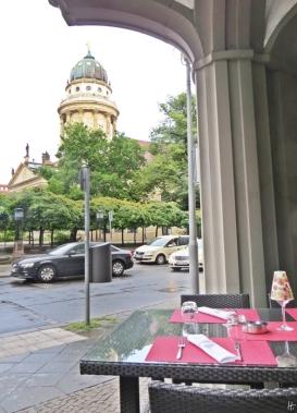 2015-07-27 BERLIN-Tage 090 Französische Strasse-Gendarmenmarkt RestaurantAigner's + Frz. Dom