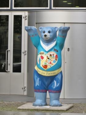 2015-07-27 BERLIN-Tage 115 Markgrafenstrasse Buddy Bear Taiwan Taipeh Vertretung