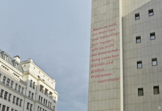 2015-07-27 BERLIN-Tage 124S2 Mohrenstrasse Einsteinzitat Bundesministerium für Justiz
