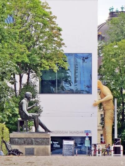 2015-07-27 BERLIN-Tage 160 Collegium Hungaricum Berlin Dorotheenstraße 12 (Riese von Ervin Hervé-Lóránth, Heinrich Heine-Bronze von Waldemar Grzimek)