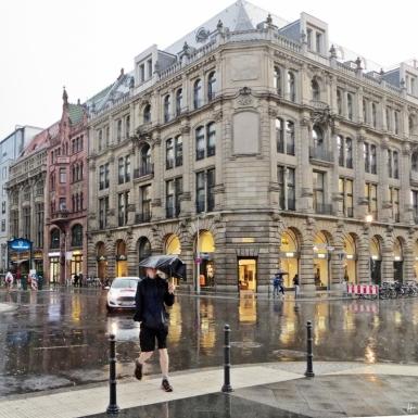 2015-07-27 BERLIN-Tage 190S Regen Friedrichstrasse / Französische Strasse