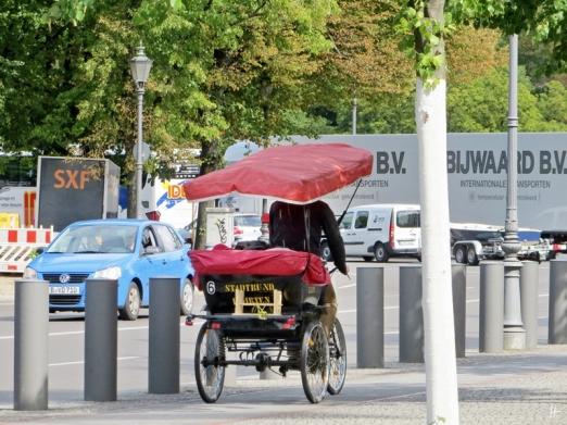 2015-07-28 BERLIN-Tage 229 Radl-Rikscha Ebertstrasse-Behrensstrasse