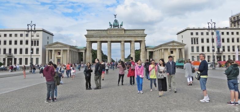 2015-07-28 BERLIN-Tage 253 Brandenburger Tor - Pariser Platz - Touristen
