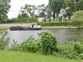 2015-07-28 BERLIN-Tage 266 Spree+Schiff Nähe 'Auster'