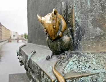 2015-07-28 BERLIN-Tage 301 Mitte Gertraudenbrücke - Gertraudenskulptur-Ratte