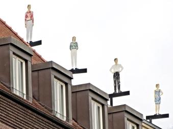 2015-07-28 BERLIN-Tage 304 Mitte Friedrichsgracht-Auswärtiges Amt Dach-Figuren Unterwasserstrasse