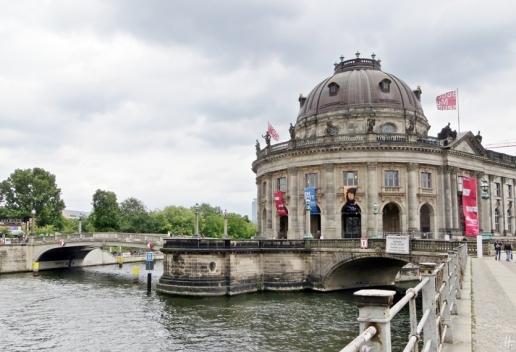 2015-07-28 BERLIN-Tage 398 Mitte Bode-Museum an der Montbijou-Brücke Am Kupfergraben