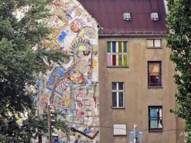 2015-07-28 BERLIN-Tage 416 Mitte Graffiti Hausgiebel vdOranienburgerstrasse aus gesehen