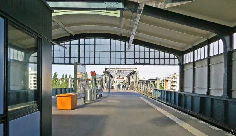 2015-07-29 BERLIN-Tage 453 U-Bahnhof Gleisdreieck Oberer Bahnsteig