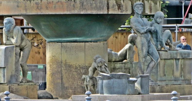 2015-07-29 BERLIN-Tage 457 Schöneberg Wittenbergplatz Südbrunnen 'Lebensalter'  Brunnenfiguren Waldemar Grzimek