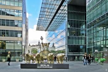 2015-07-29 BERLIN-Tage 504 Kurfürstendamm-Neues Kranzler Eck BuddyBärenQuadriga