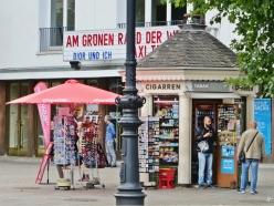 2015-07-29 BERLIN-Tage 526 Kurfürstendamm-Uhlandstrasse Kiosk am Cinema Paris