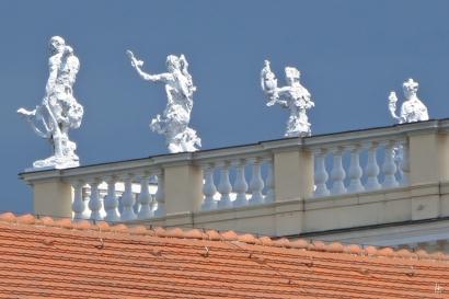 2015-07-30 BERLIN-Tage 715 Charlottenburg Schloss Charlottenburg Attika-Figuren auf der Dach-Balustrade