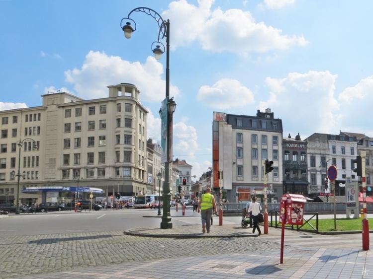Brüssel, Porte de Namur - Boulevard de Waterloo, gegenüber Ixelles mit der Einmündung der Chaussée d'Ixelles und links daneben der Métro-Station