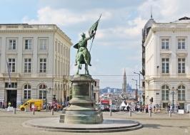 2015-08-21 Reisetag_1_6 Brüssel Place Royale (8) Gottfried von Bouillon Reiterstandbild (Louis-Eugène Simonis 1848)