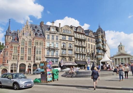 2015-08-21 Reisetag_1_7 Brüssel Coudenberg (17) Rue Montagne de la Cour+Place Royale