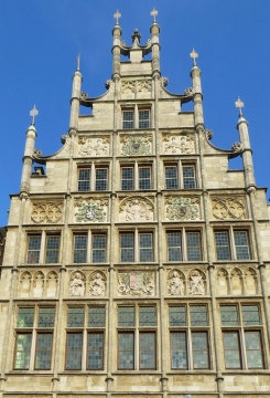 2015-08-21 BELGIEN 3_Gent (35) Graslei Den Inghel - Fassade von 1912 vor Mittelalterhaus