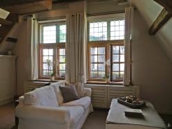 2015-08-21 BELGIEN 3_Gent (9) 'De Waterzooi' Wohnzimmer+Gravensteen durchs Fenster schimmernd