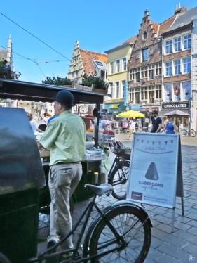 2015-08-22 2_Gent_10 Historischer Stadtkern (4) Groentenmarkt 'Gentse Neuzen'_Cuberdons
