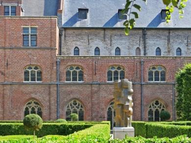 2015-08-23 3_Gent_14 Onderbergen+Pand (5) Het Pand mit Bronzeplastik von Maurits Witdouck