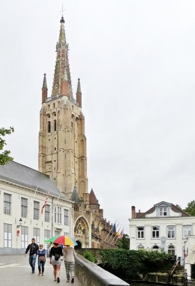 2015-08-24 4_Brügge_12 am Dijver (5A) Gruuthusebrug+Onze-Lieve-Vrouwekerk