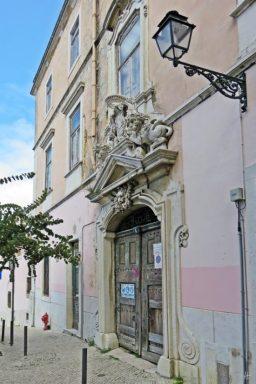 2016-03-30 Lissabon (Portugal) Tag 2-15 Palácio da Rosa Mouraria (4) Portal+Laterne