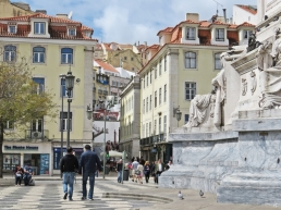 2016-03-30 Lissabon (Portugal) Tag 2-18 (7) Praça Dom Pedro IV + Calçada do Carmo + Sockel der Säule