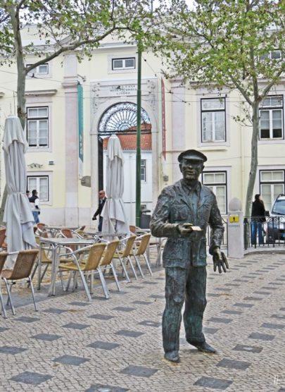 2016-03-30 Lissabon (Portugal) Tag 2-19 treppauf ins Bairro Alto (17) Largo Trindade Coelho Arbeiterdenkmal v. Fernanda de Assis