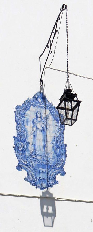 2016-03-30 Lissabon (Portugal) Tag 2-8 Jardim Júlio Castilho (11A) Azulejos-Bild an der Wand der Igreja de Santa Luzia