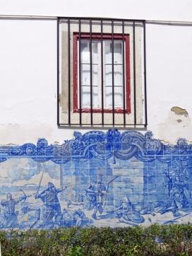 2016-03-30 Lissabon (Portugal) Tag 2-8 Jardim Júlio Castilho (12) Azulejos-Bild an der Wand der Igreja de Santa Luzia