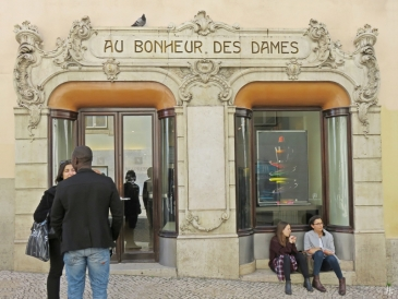 2016-03-31 Lissabon (Portugal) Tag 3-36 Rua do Carmo (5) Au Bonheur Des Dames