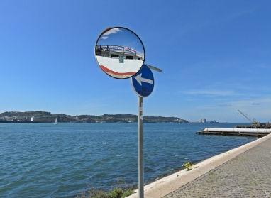 2016-04-01 Lissabon (Portugal) Tag 4-7 Av. Brasilia, Belém (15) Spiegel