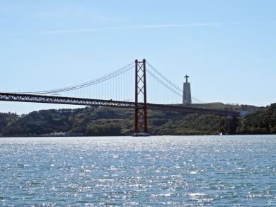 2016-04-01 Lissabon (Portugal) Tag 4-7 Av. Brasilia, Belém (7) Ponte de 25 Abril+Cristo Rei