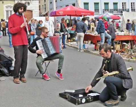 2016-04-02 Lissabon (Portugal) Tag 5-1 Feira da Ladra - Flohmarkt (60A) Strassenmusiker