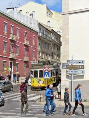 2016-04-02 Lissabon (Portugal) Tag 5-2 Alfama (6) Largo São Vicente+Rua de São Vicente